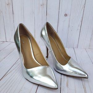 APT. 9 Kenly Metallic Silver Heels 7.5